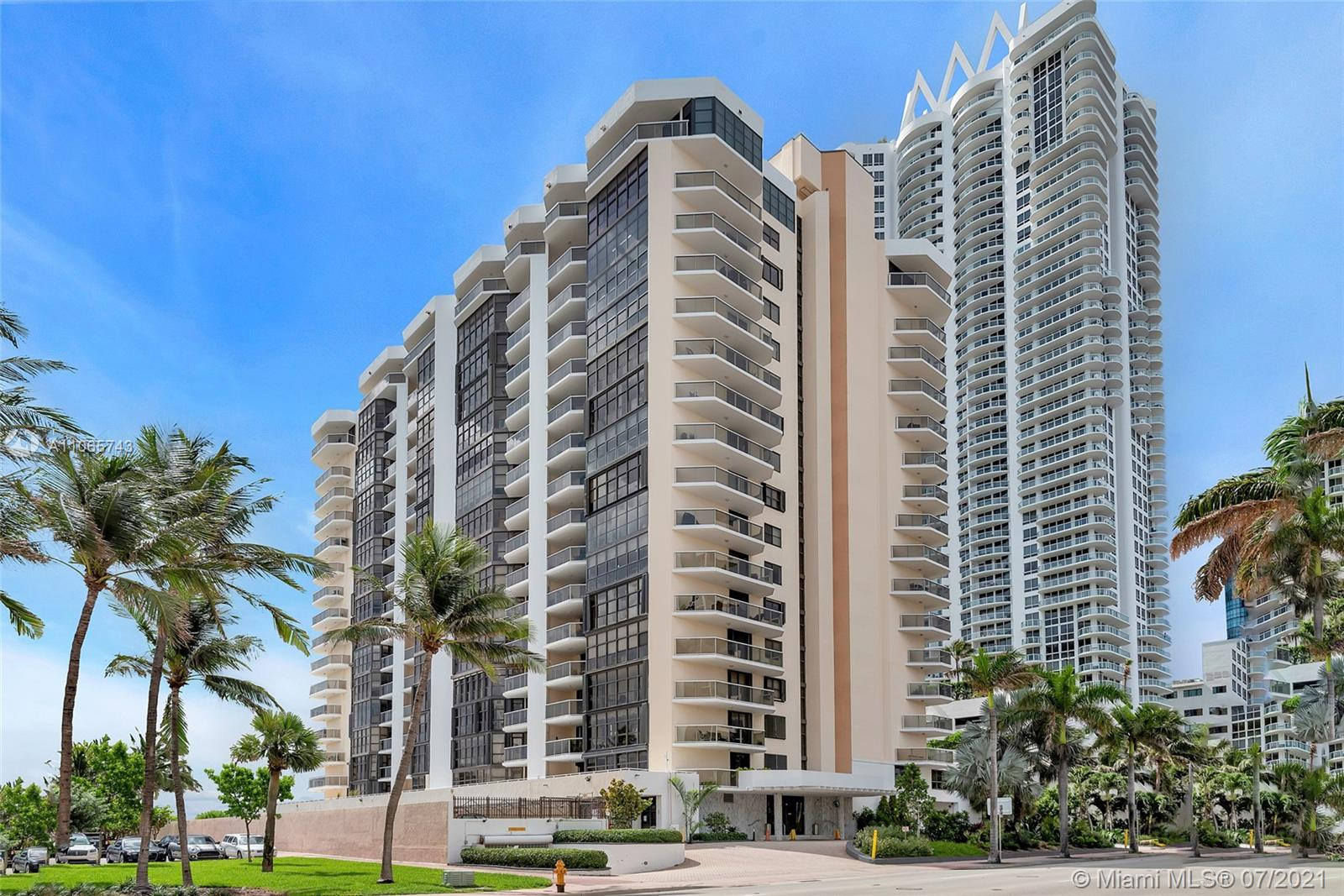 6423 Collins Ave #902 photo01