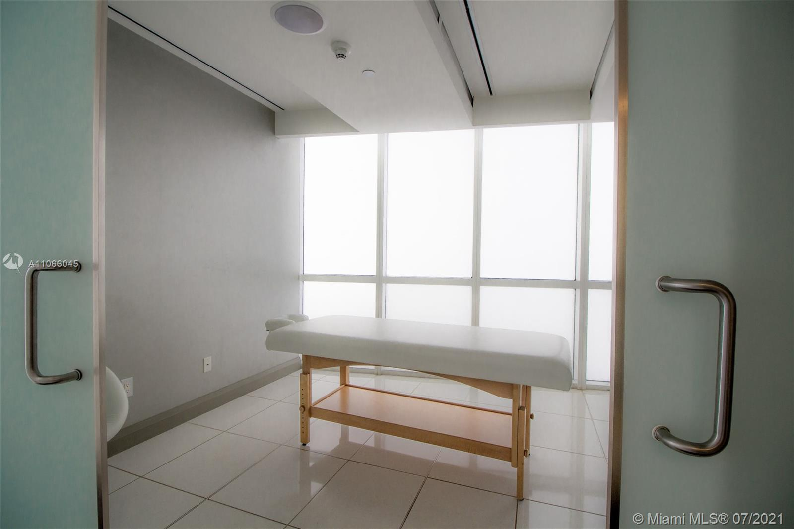 18201 Collins Ave #601A photo026