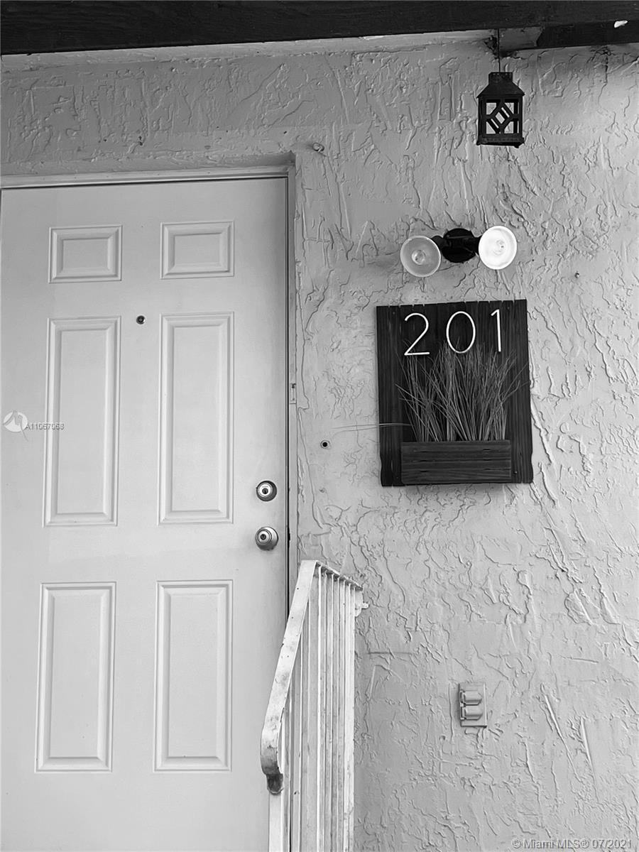 Las Ramblas #201 - 10 - photo