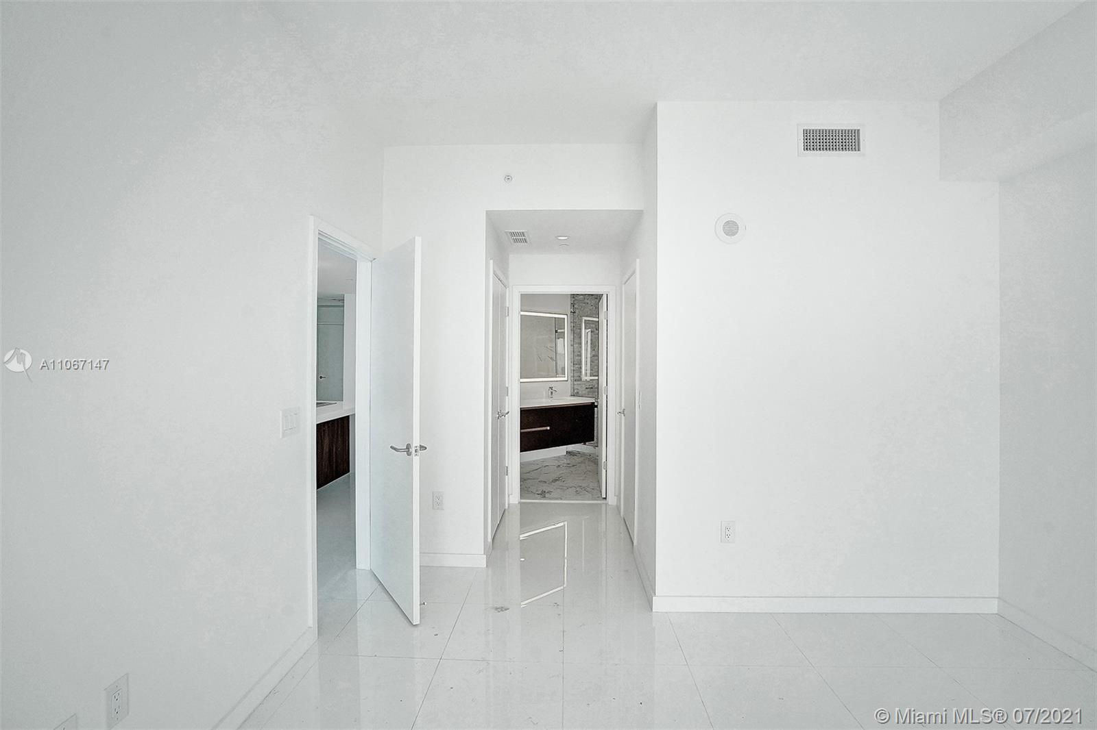 Paramount Miami Worldcenter #4405 - 47 - photo
