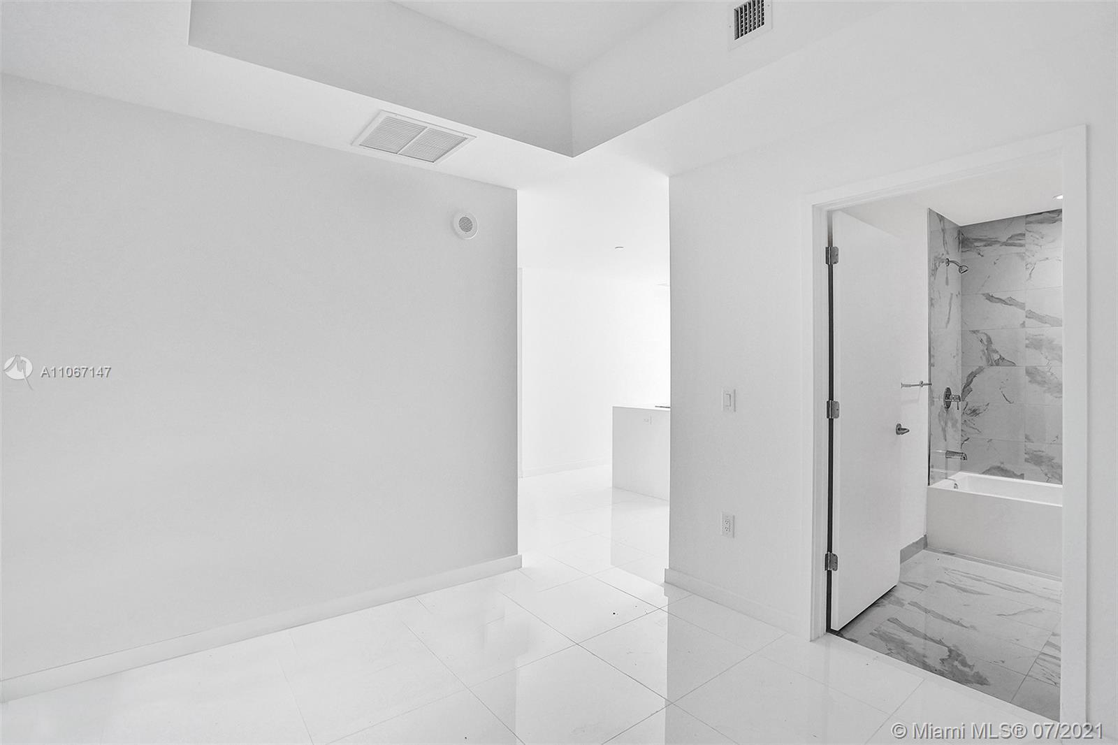 Paramount Miami Worldcenter #4405 - 33 - photo