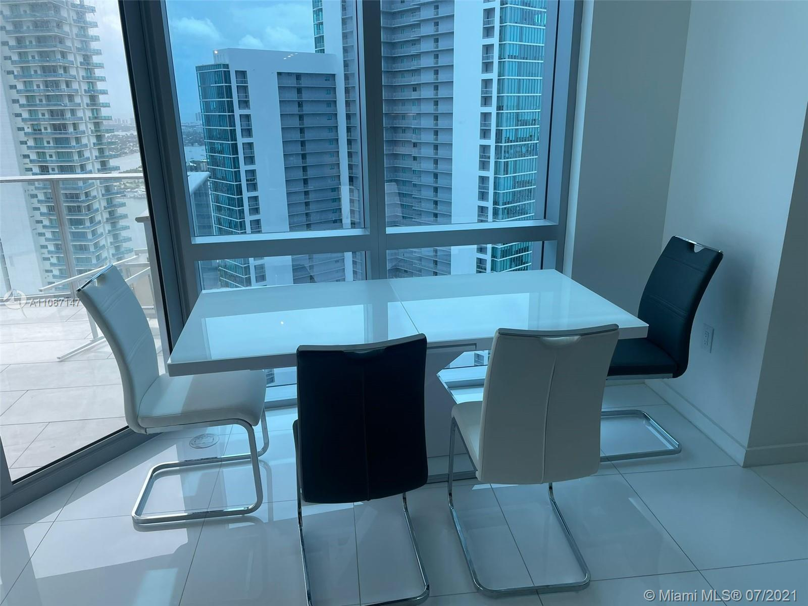 Paramount Miami Worldcenter #4405 - 04 - photo