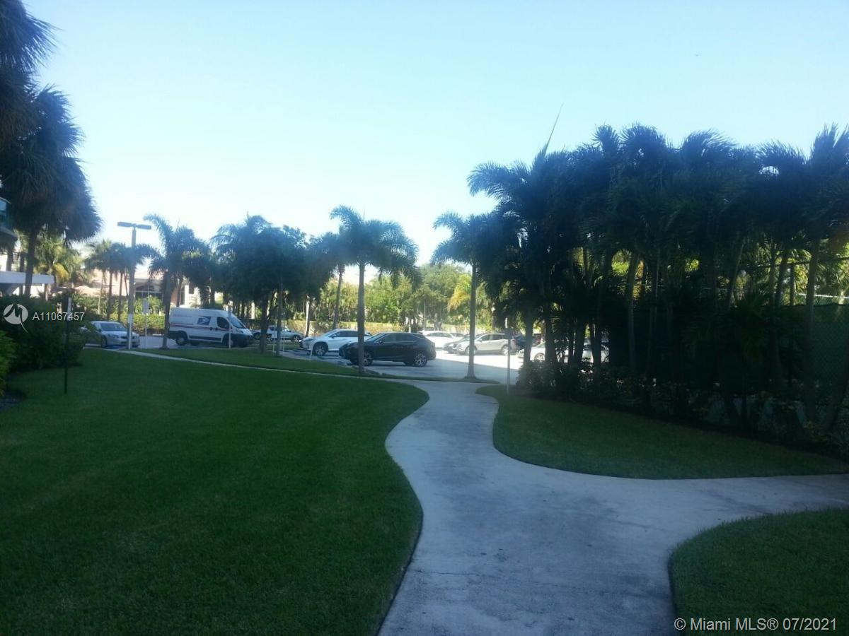 19380 Collins Ave #103 photo03