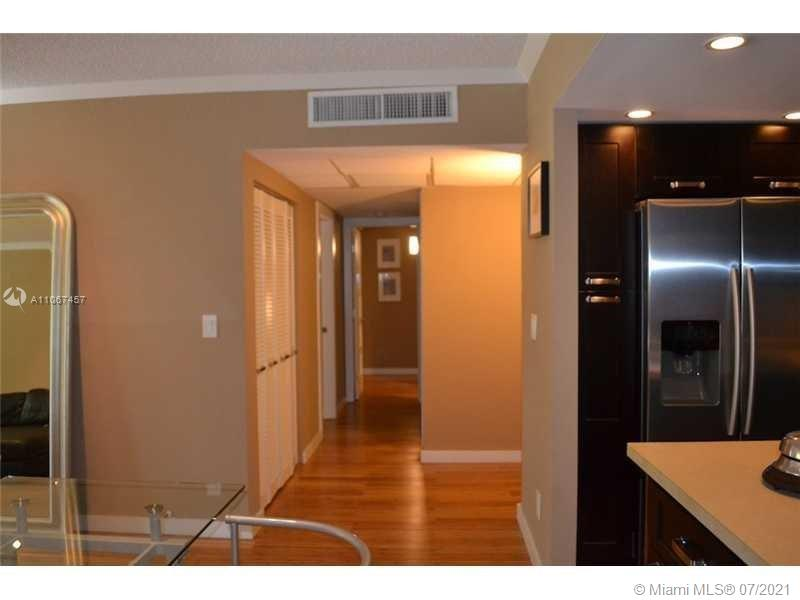 19380 Collins Ave #103 photo08