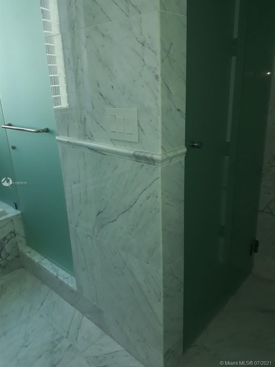 17475 Collins Ave #1401 photo027