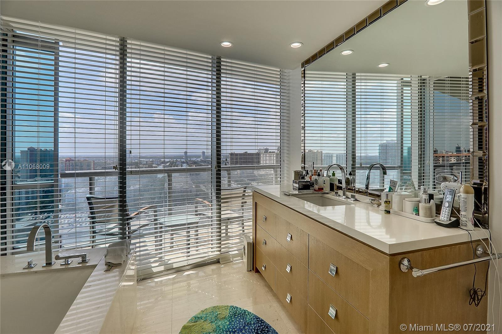 17121 Collins Ave #2208 photo023