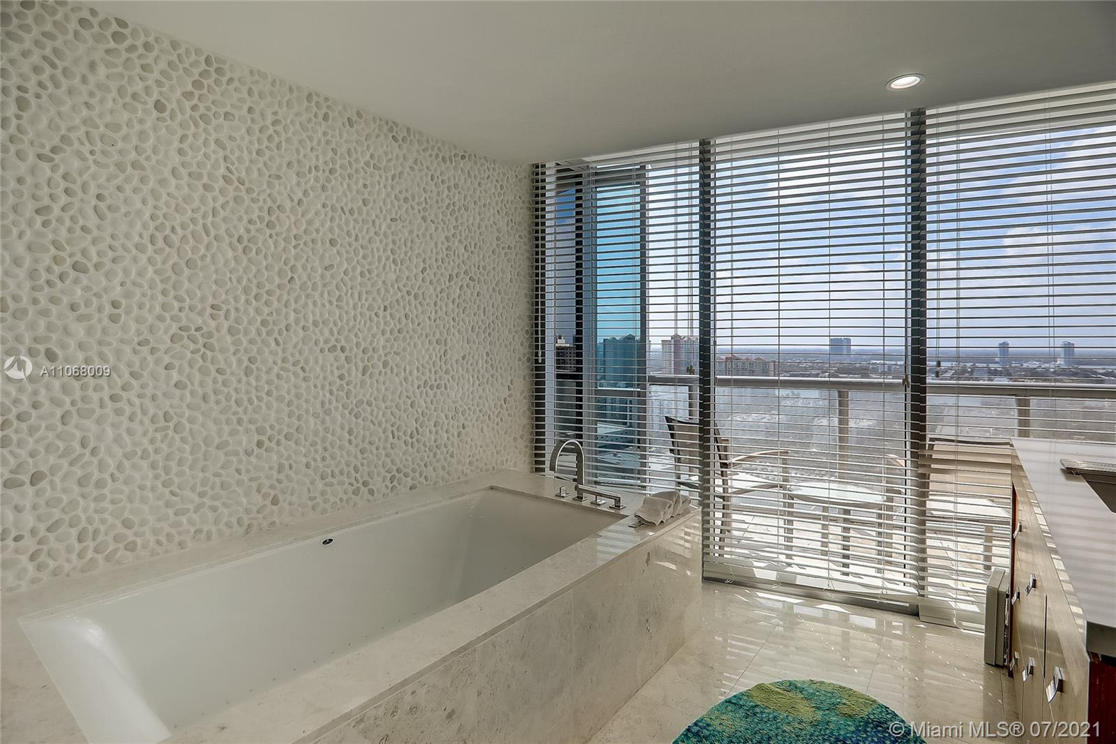17121 Collins Ave #2208 photo022
