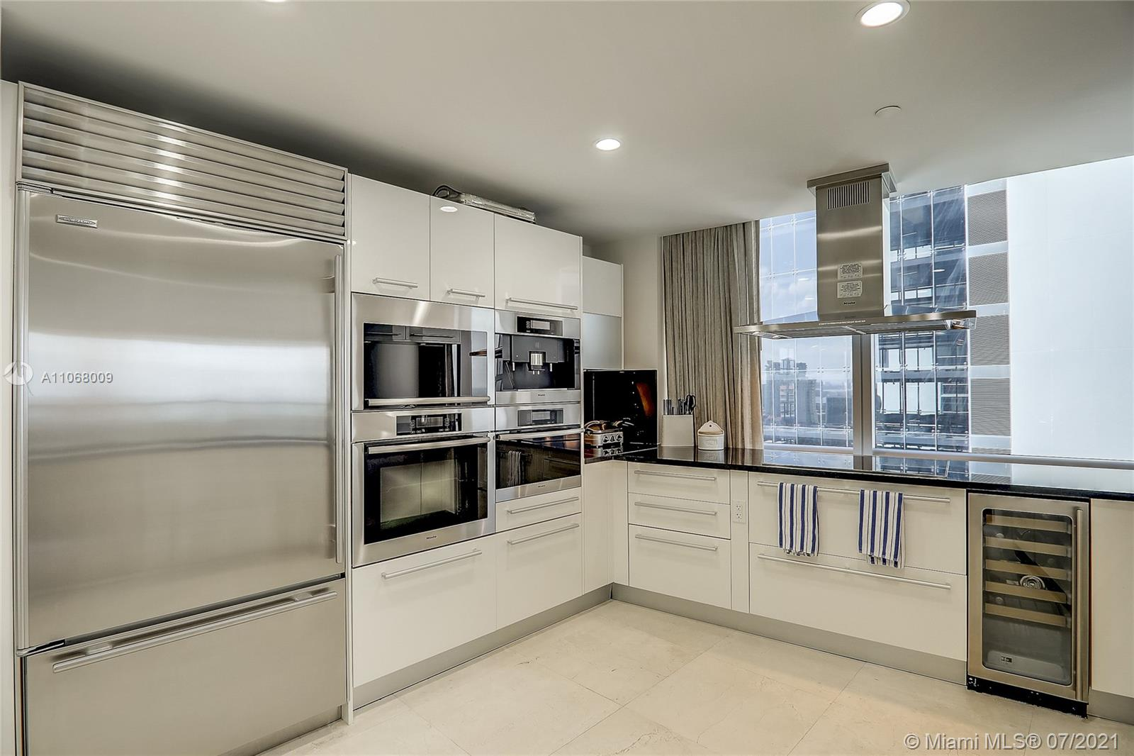 17121 Collins Ave #2208 photo08