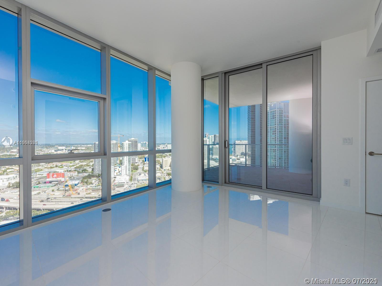 Paramount Miami Worldcenter #4200 - 05 - photo