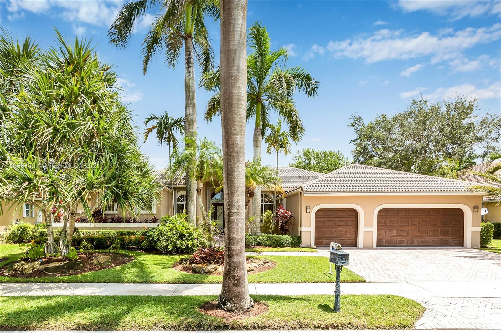 Weston Hills - 2579 Mayfair Ln, Weston, FL 33327