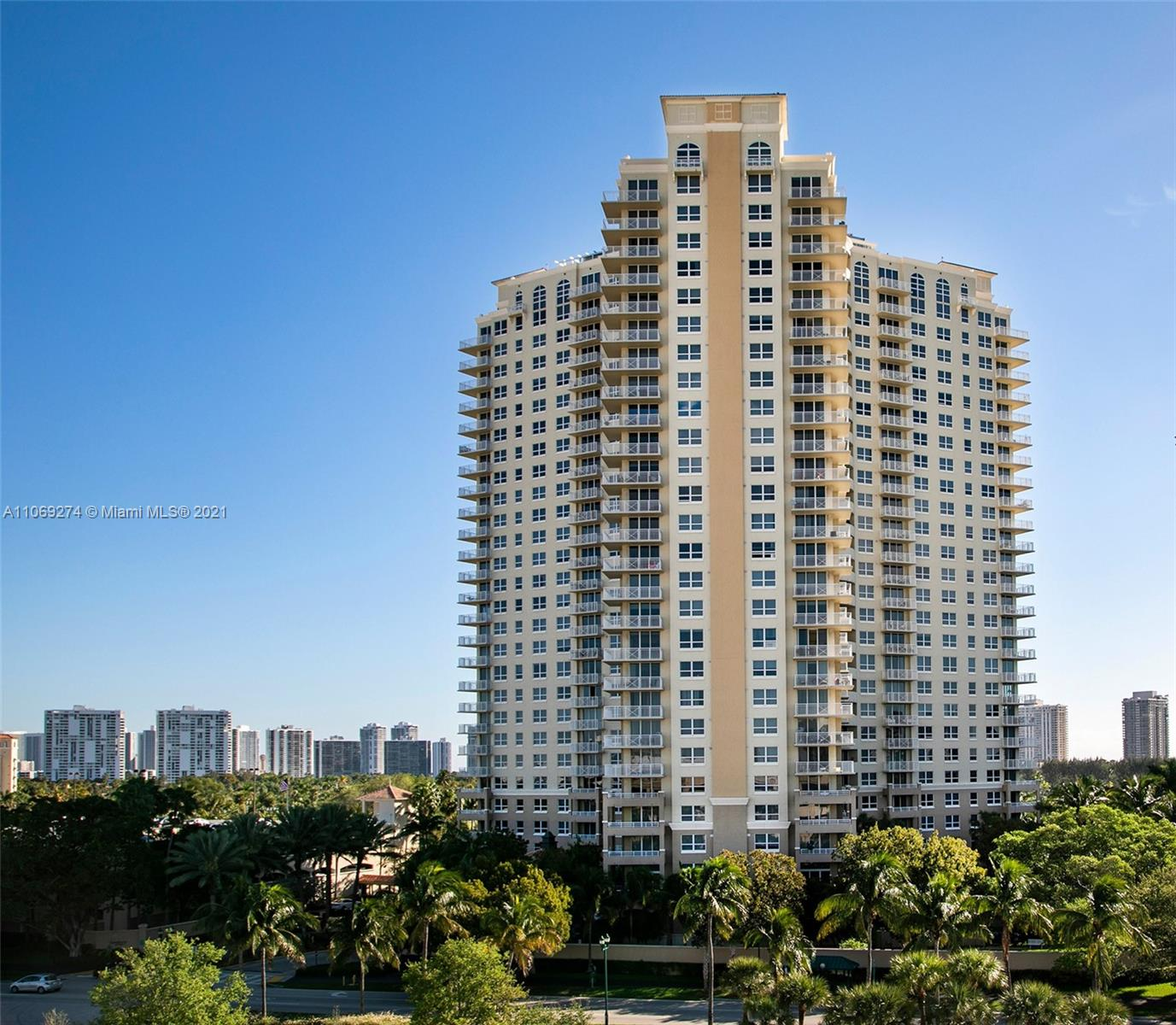 Turnberry on the Green #902 - 19501 W Country Club Dr #902, Aventura, FL 33180