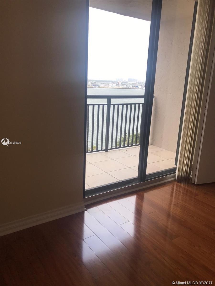 Brickell Key Two #1122 - 05 - photo