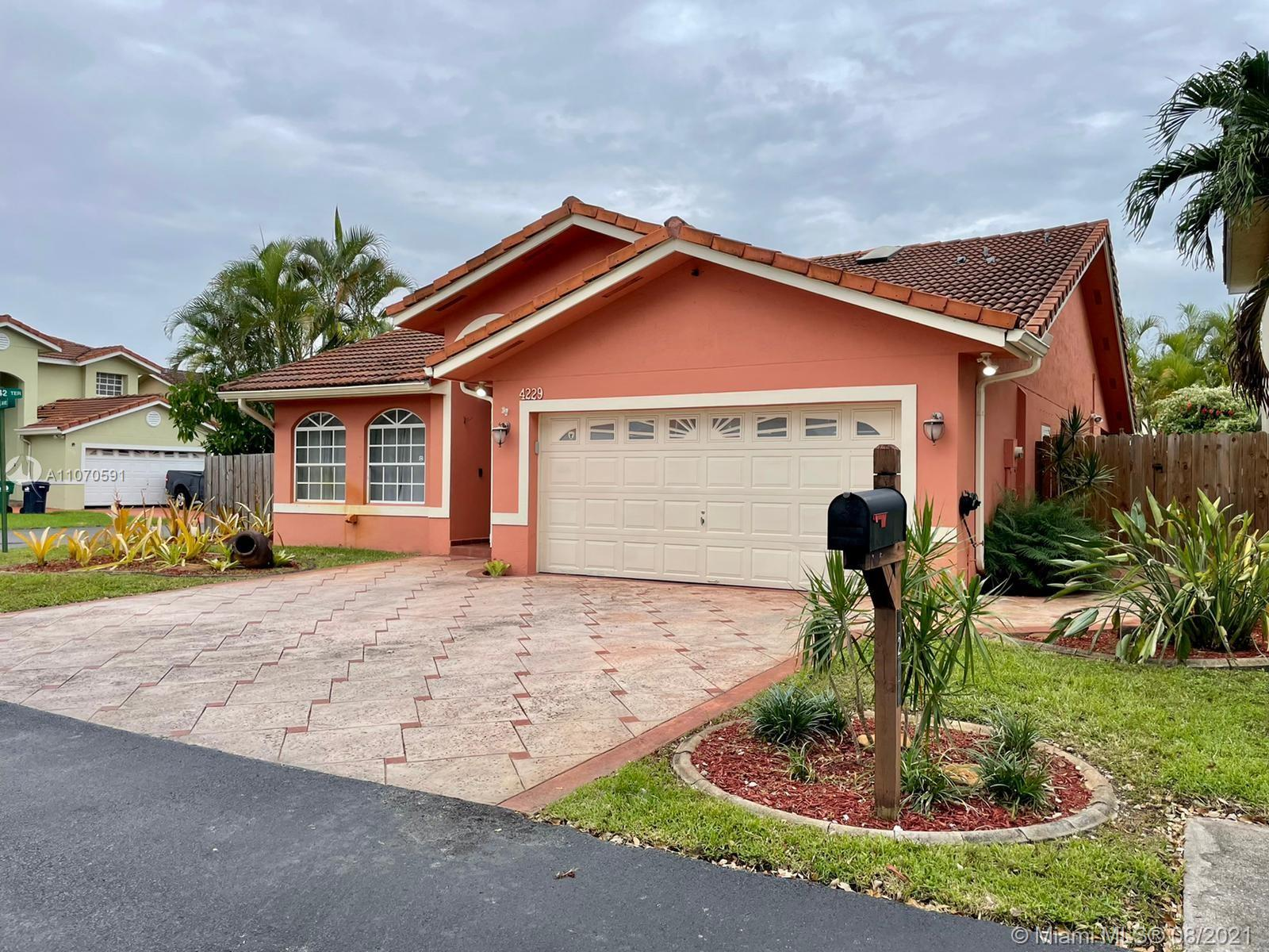 Lakes Of The Meadow - 4229 SW 154th Ave, Miami, FL 33185