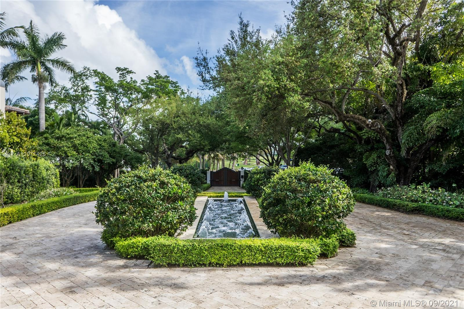 Photo of 2131 S Bayshore Dr, Home