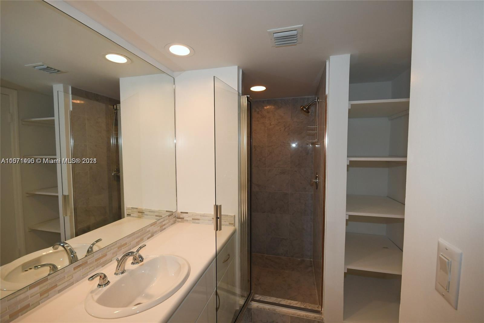 16485 Collins Ave #1034 photo010