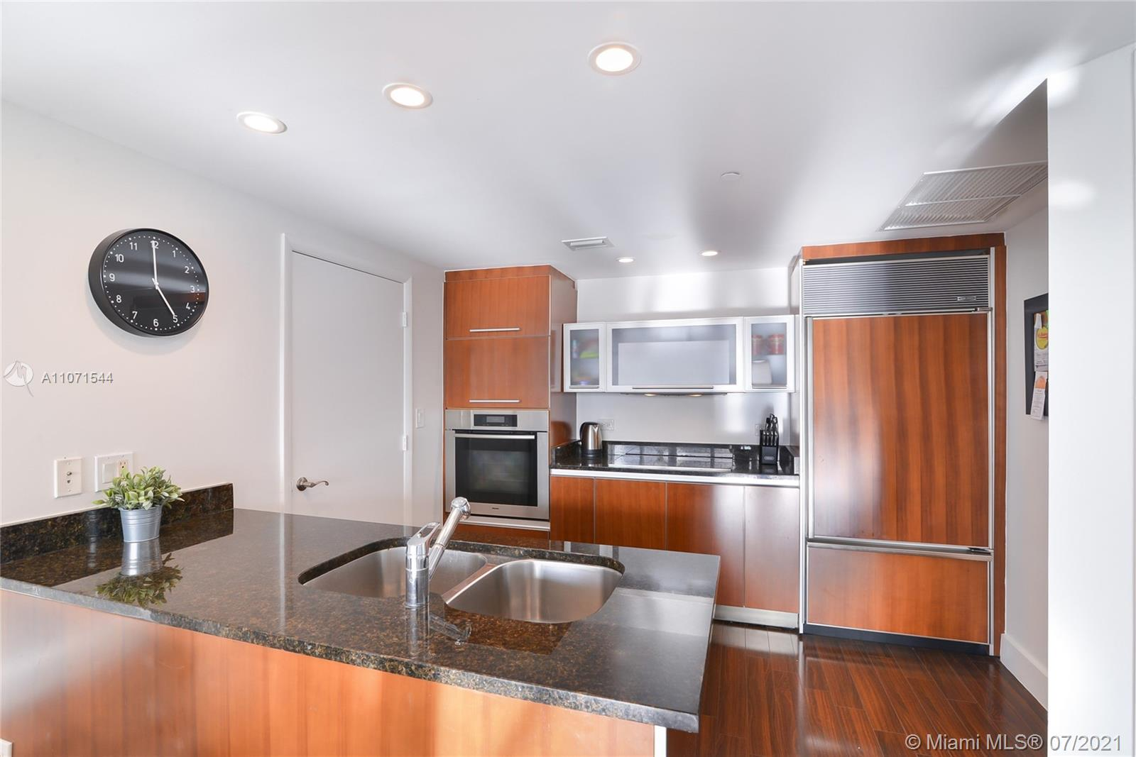17201 Collins Ave #2409 photo06
