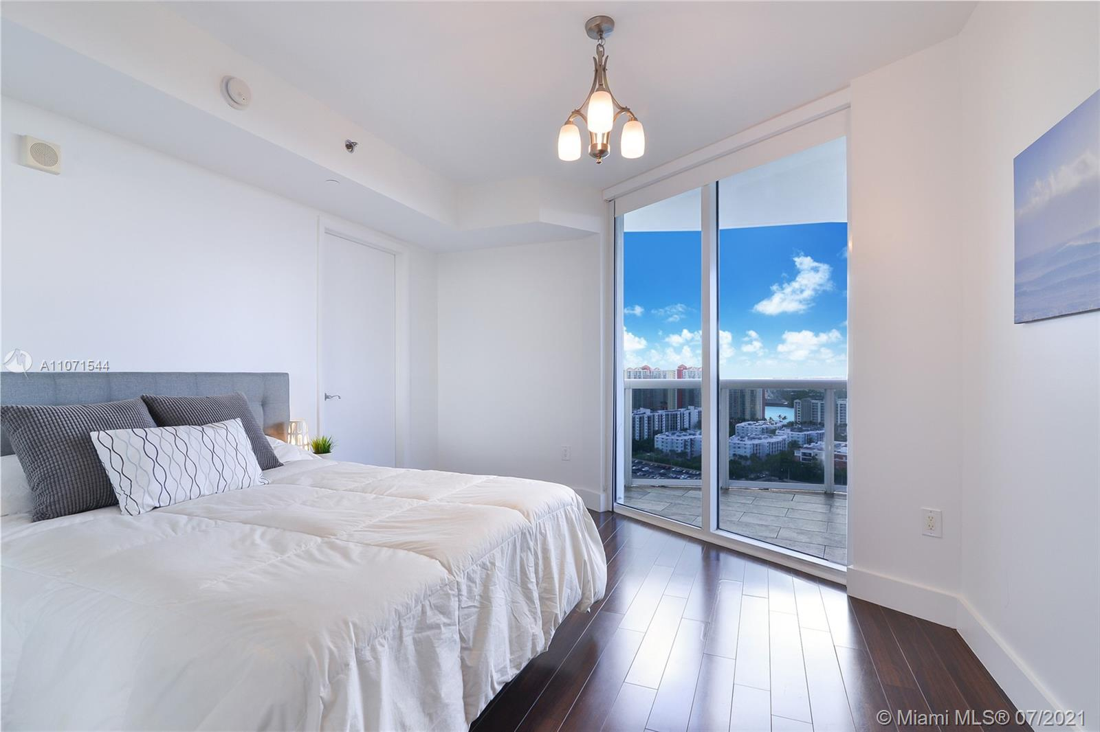 17201 Collins Ave #2409 photo09