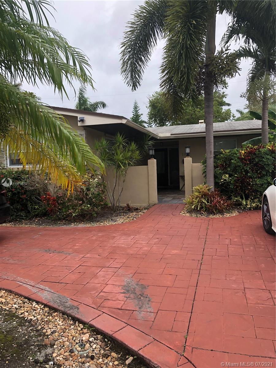 Country Club - 1102 N 13th Ave, Hollywood, FL 33019
