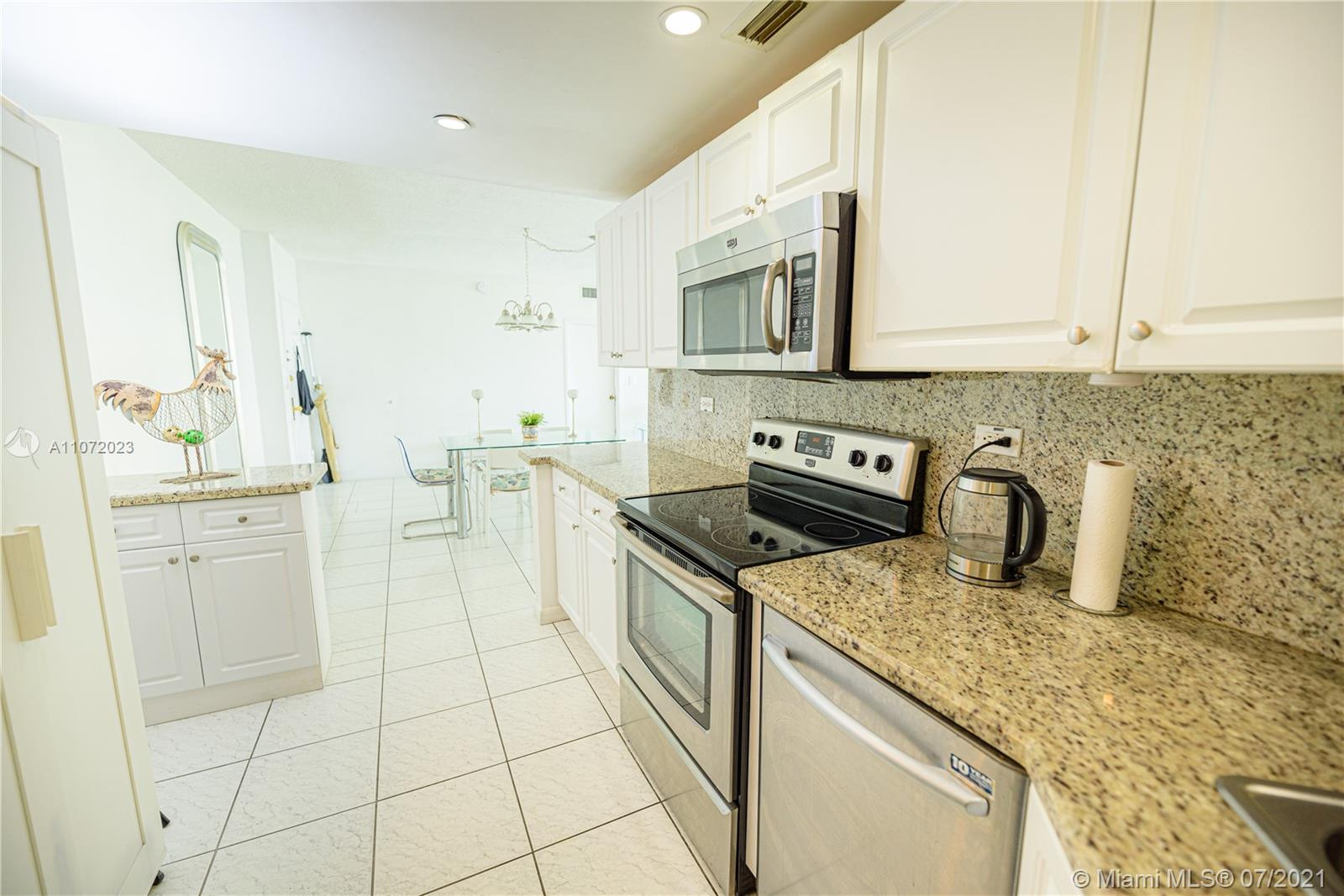 5601 Collins Ave #516 photo026