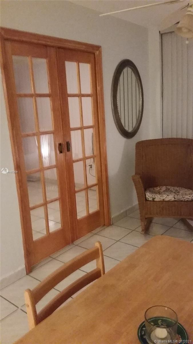 2899 Collins Ave #1120 photo07