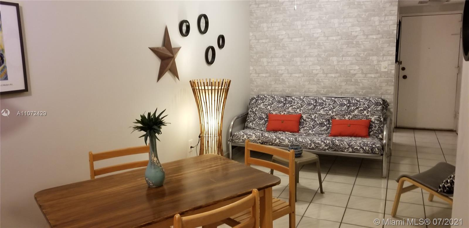 2899 Collins Ave #1120 photo05