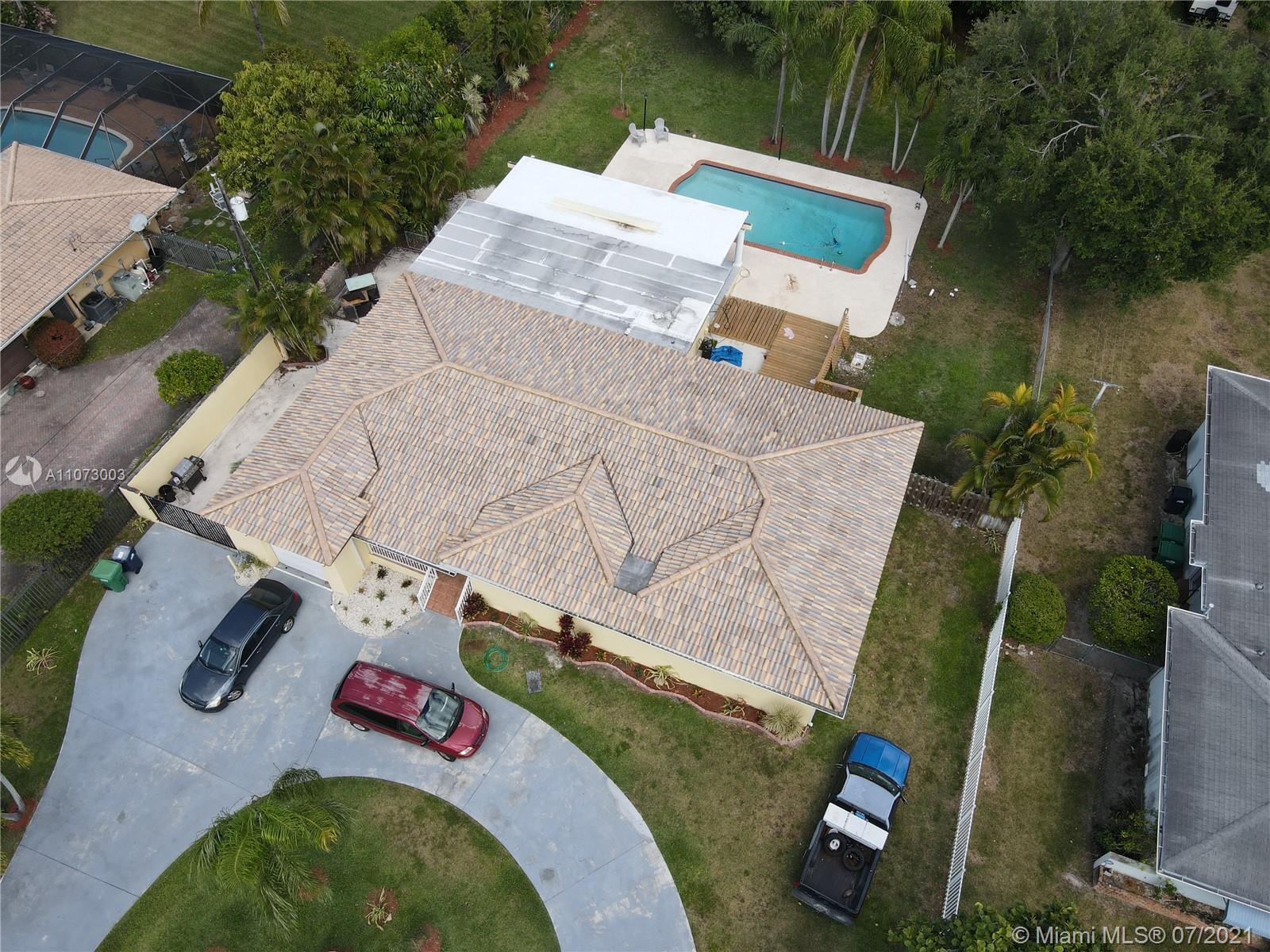 South Miami - 7825 SW 72nd Ave, Miami, FL 33143