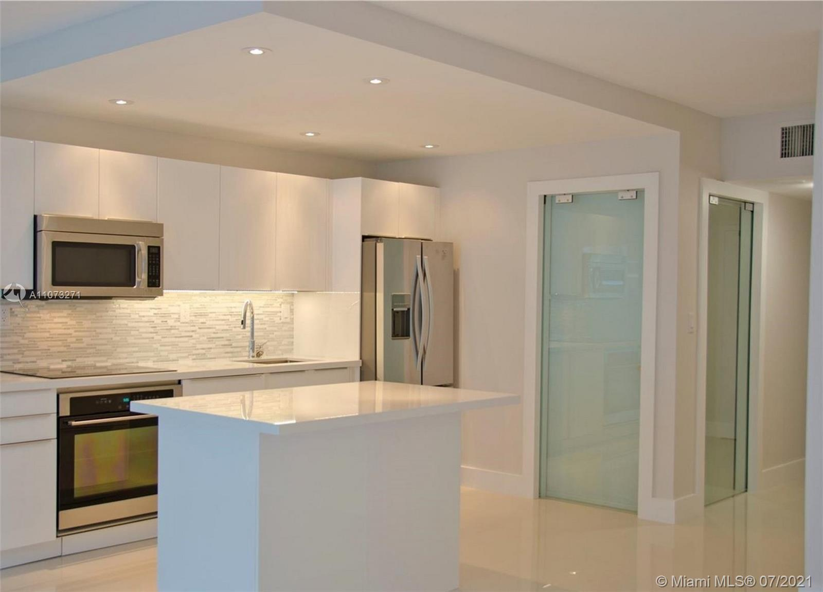 2301 Collins Ave #912 photo02