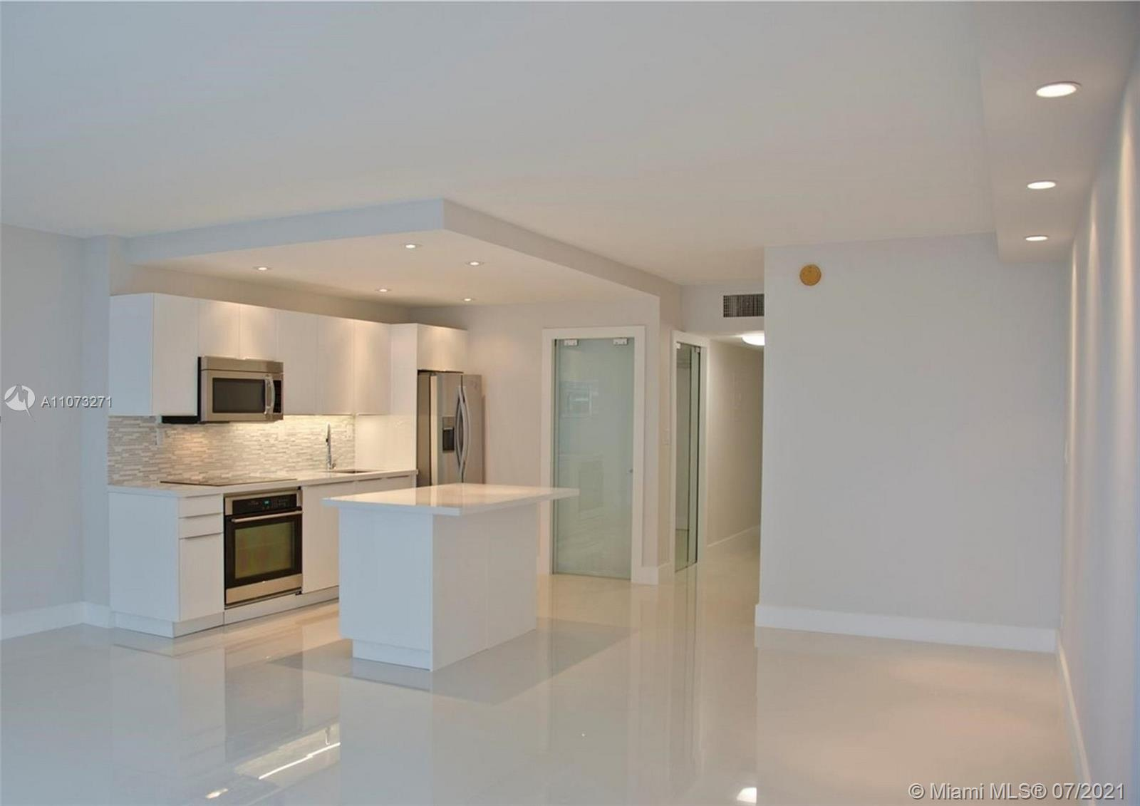 2301 Collins Ave #912 photo06
