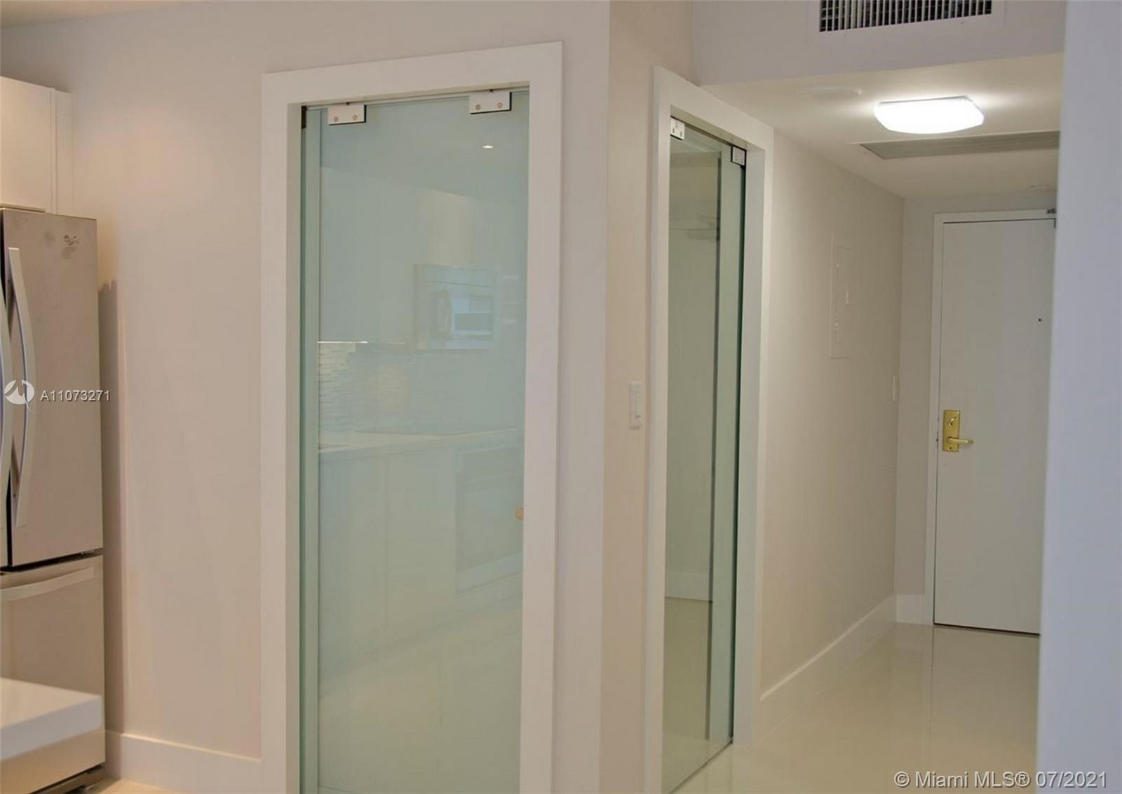 2301 Collins Ave #912 photo010