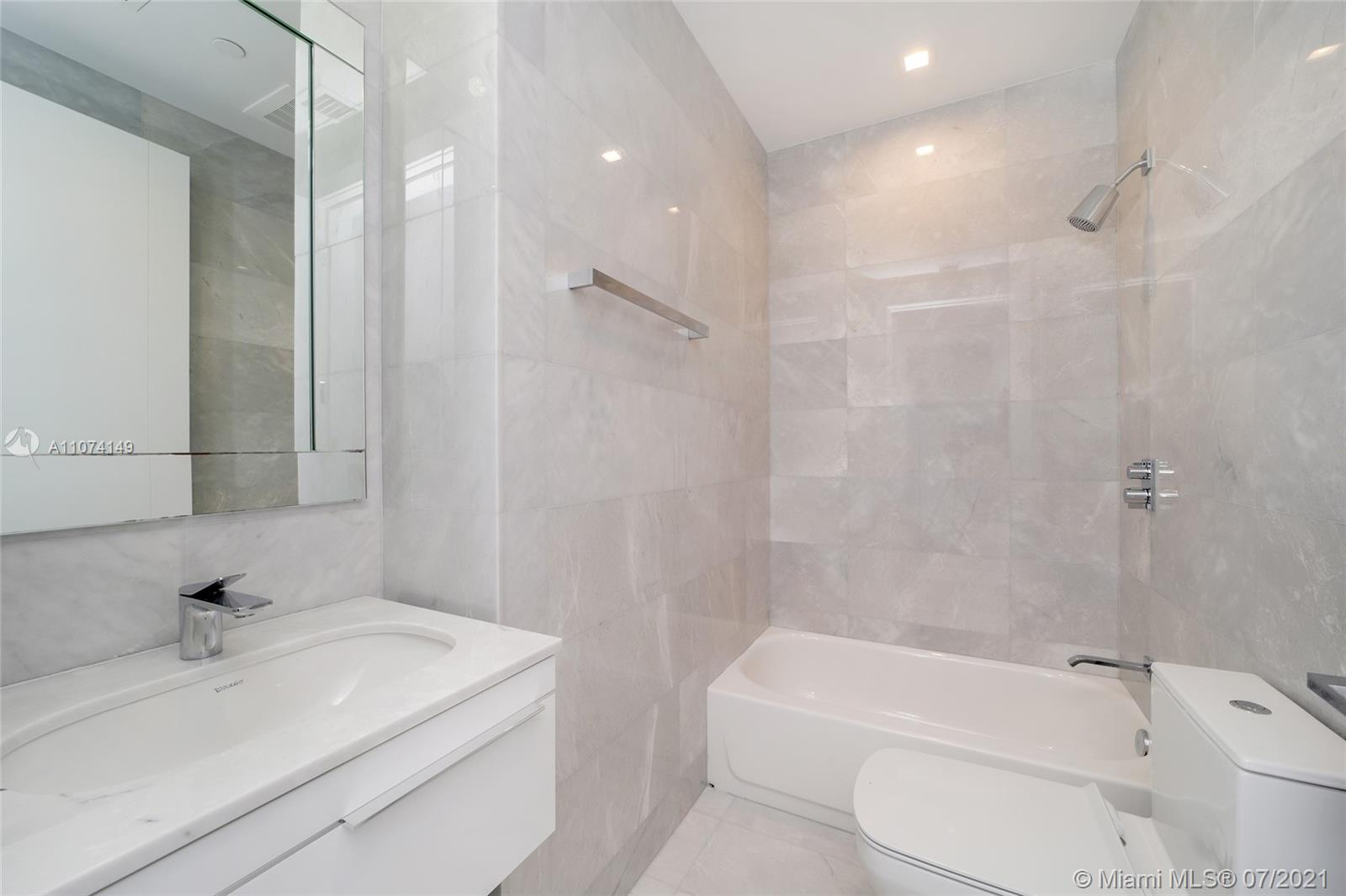 18501 Collins Ave #4404 photo051