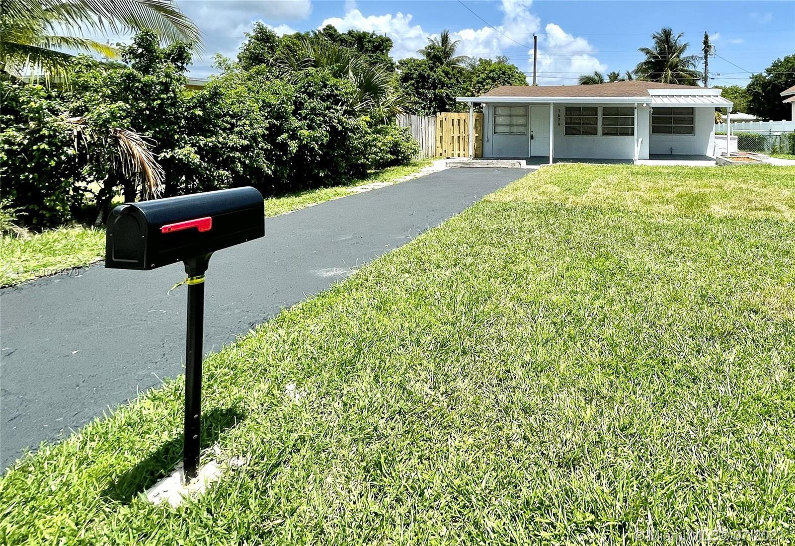 North Miami Beach - 1679 NE 168th St, North Miami Beach, FL 33162