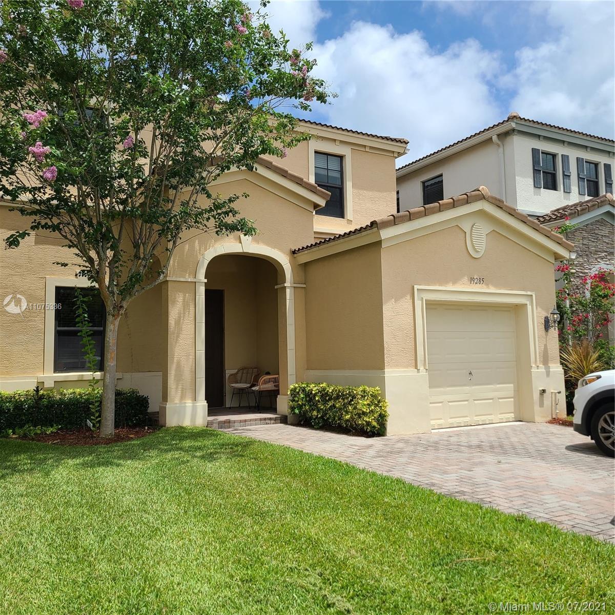 Aventura Isles - 19285 NE 8th Ct, Miami, FL 33179