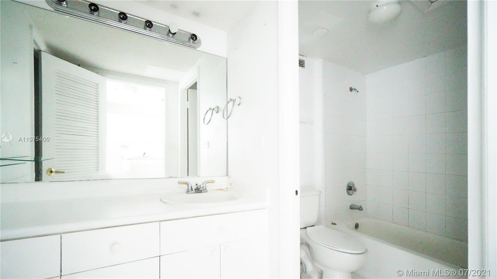 2301 Collins Ave #432 photo010