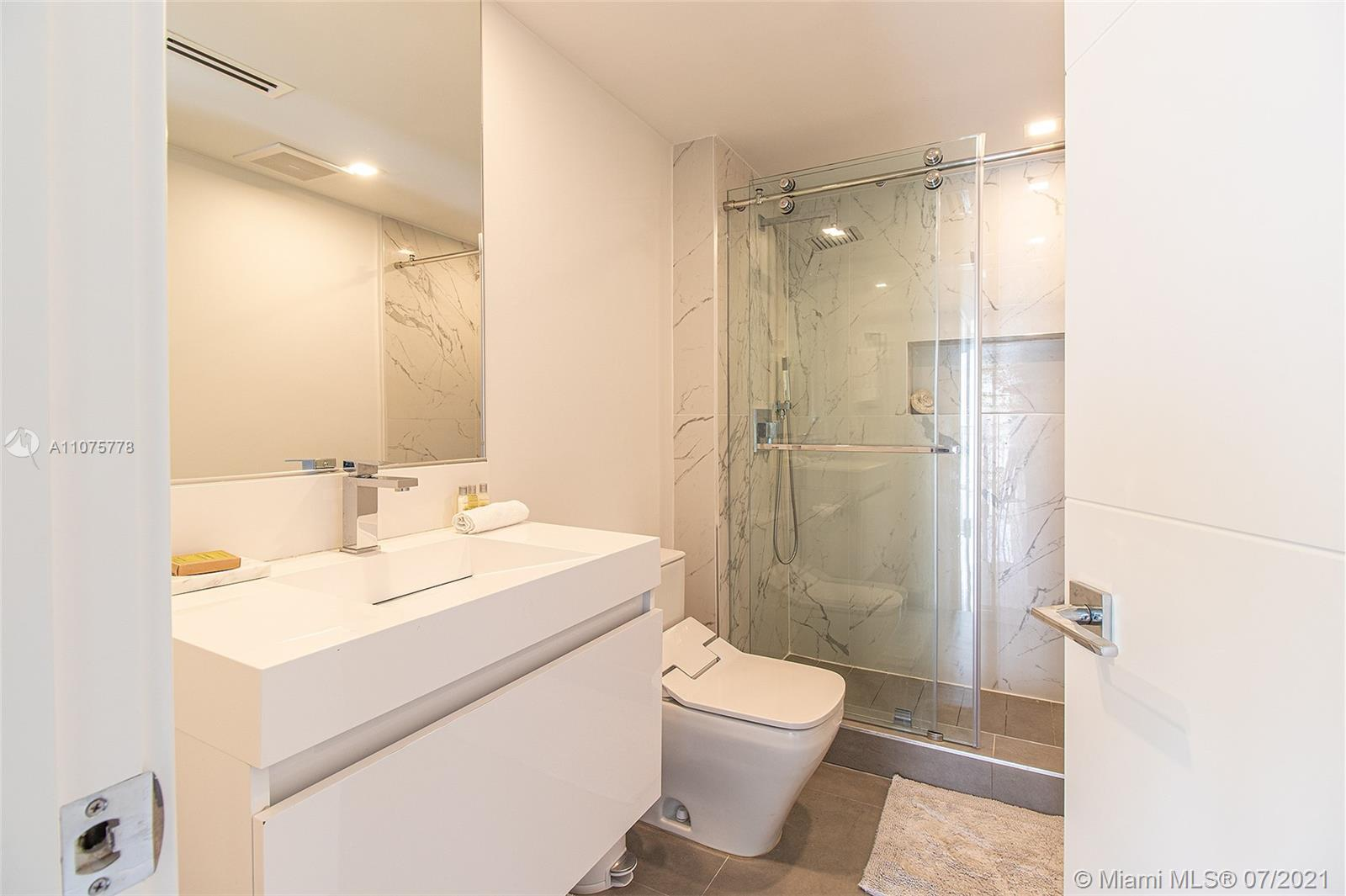 17375 Collins Ave #701 photo031