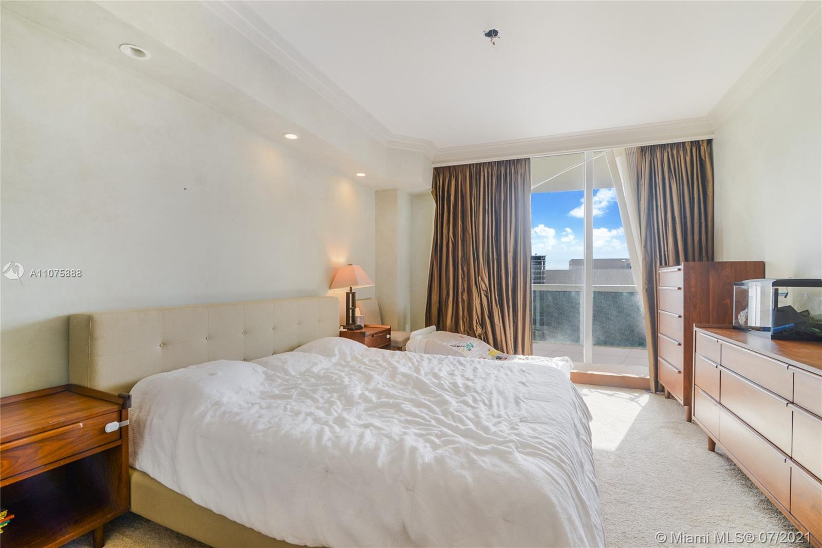 9559 Collins Ave #S4-F photo08