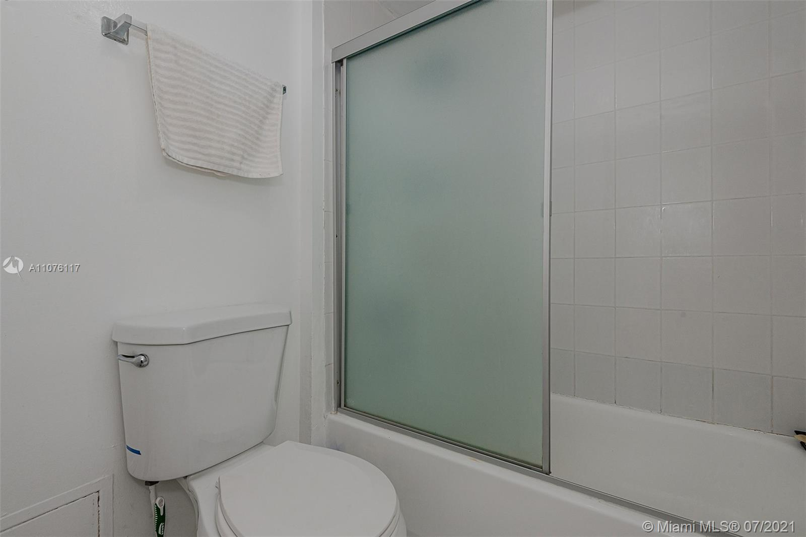2301 Collins Ave #330 photo030