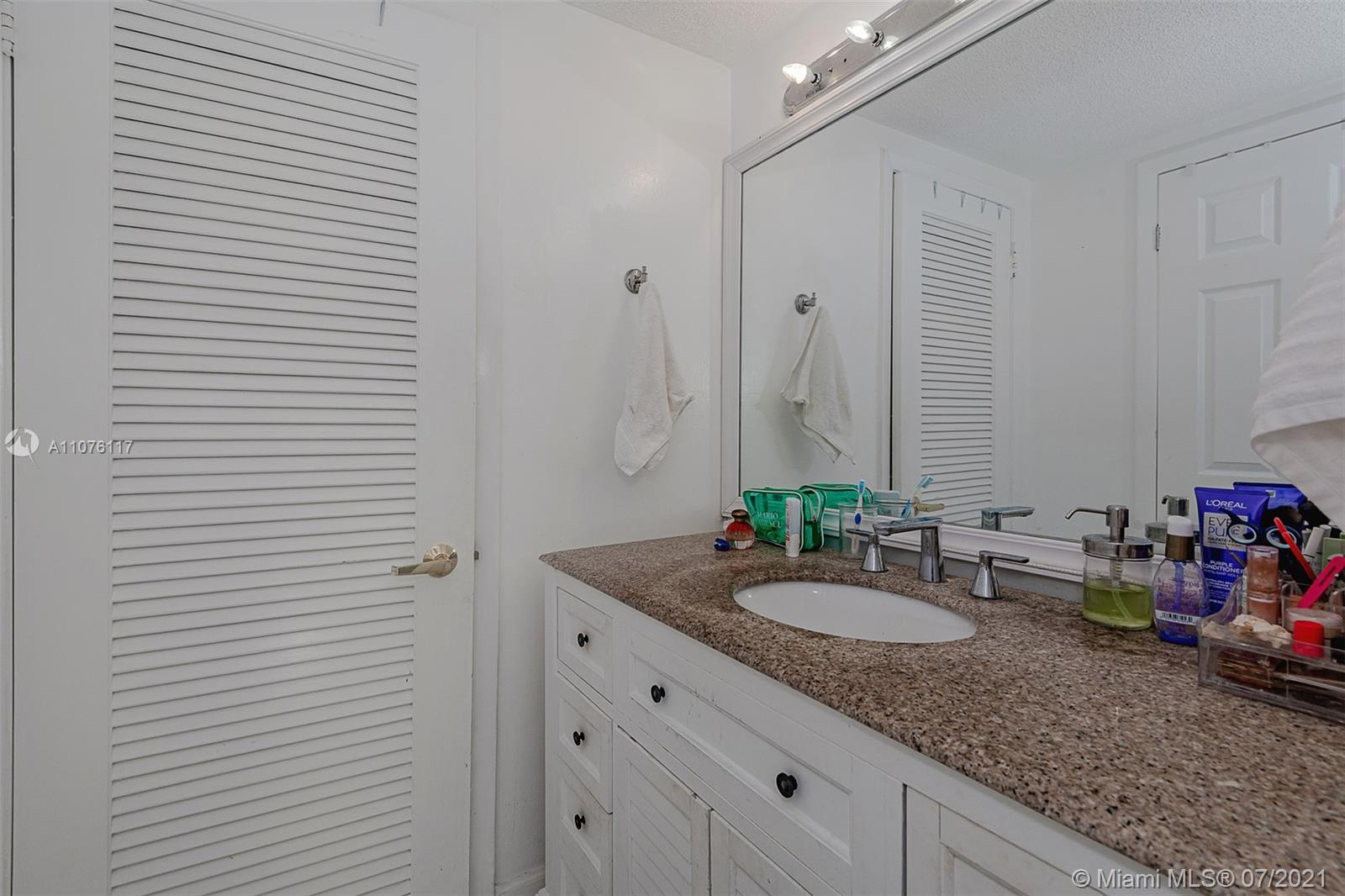 2301 Collins Ave #330 photo029