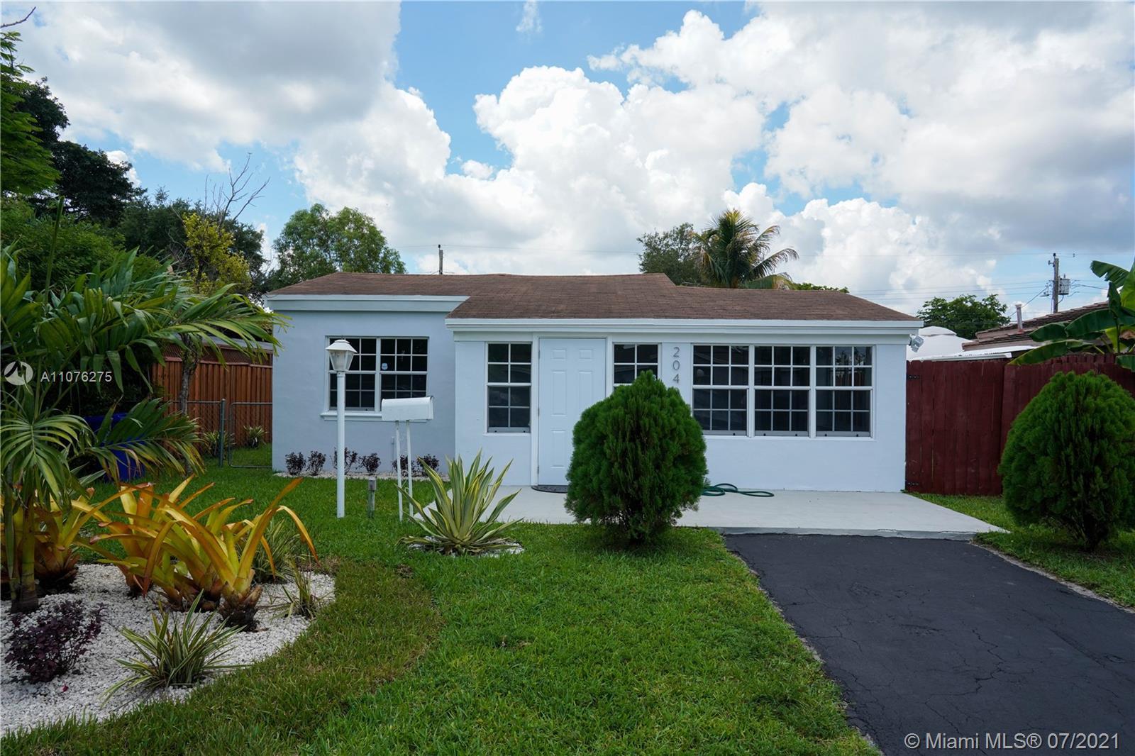 North Miami Beach - 2048 NE 183rd St, North Miami Beach, FL 33179