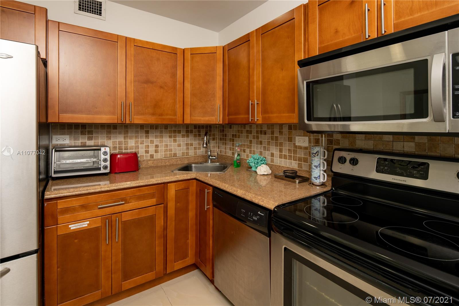 5601 Collins Ave #1714 photo06