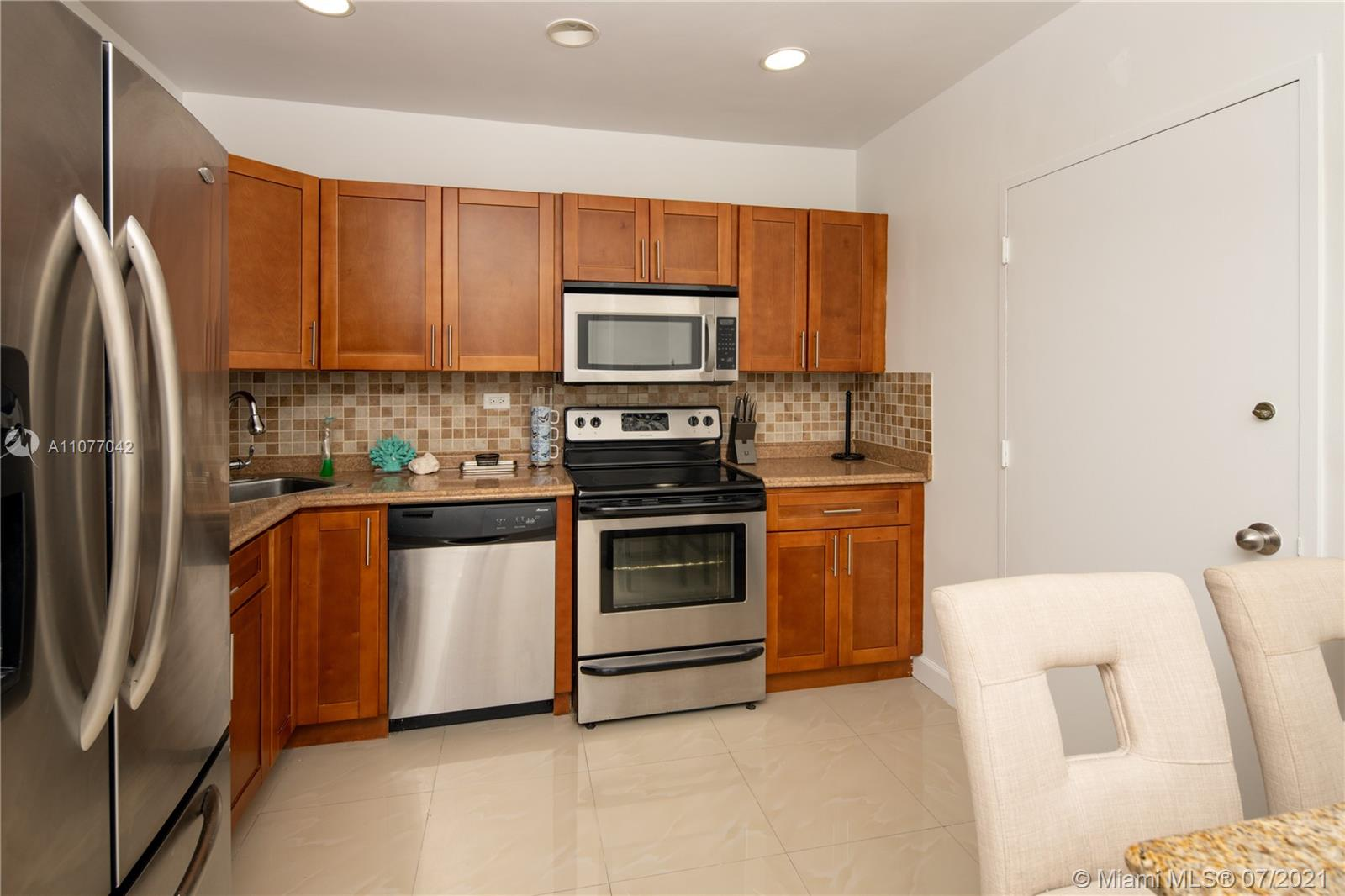 5601 Collins Ave #1714 photo07