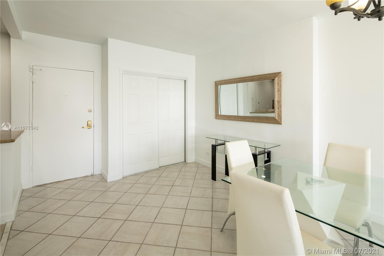 5601 Collins Ave #1714 photo05
