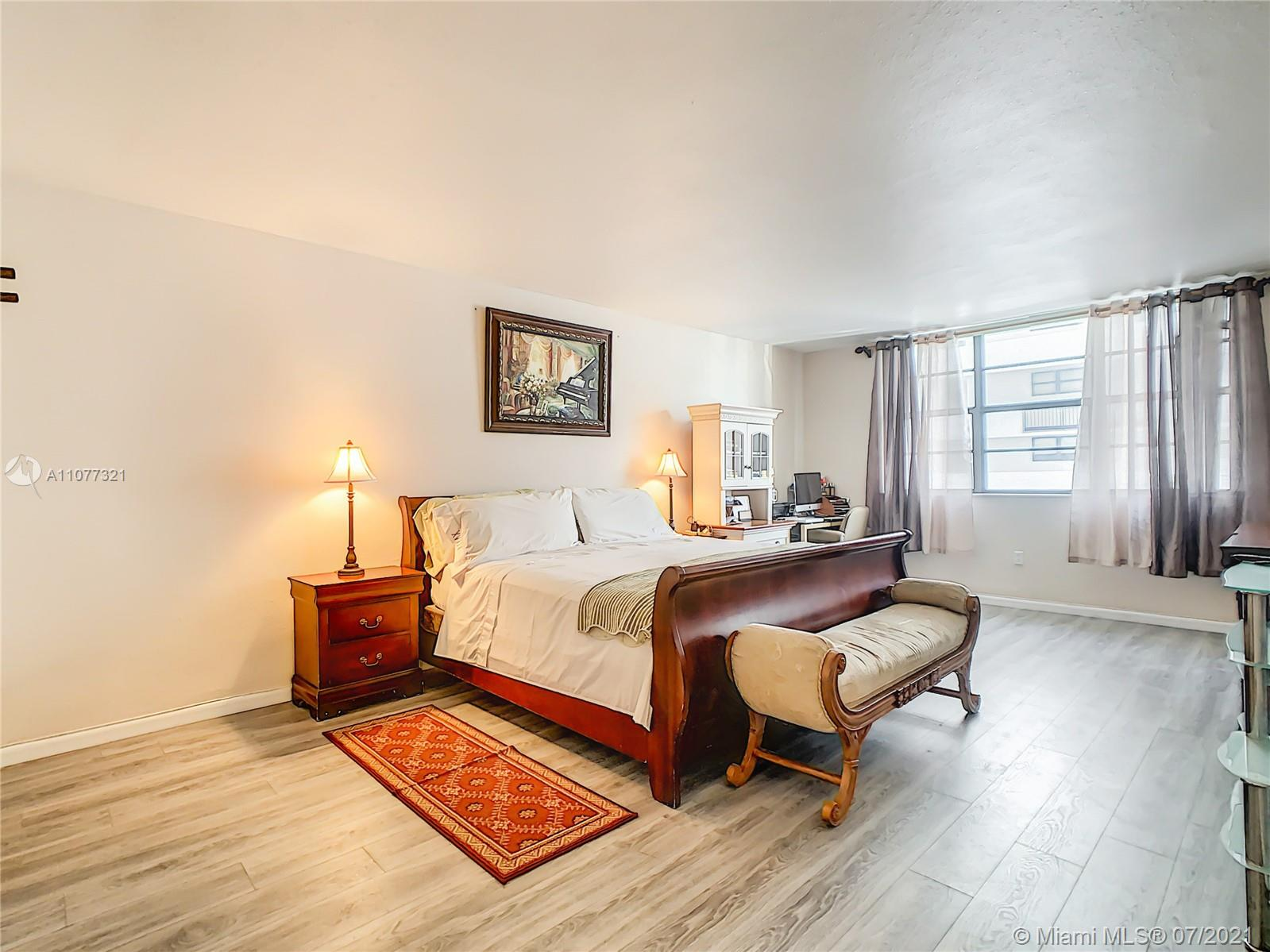 5825 Collins Ave #2F photo022