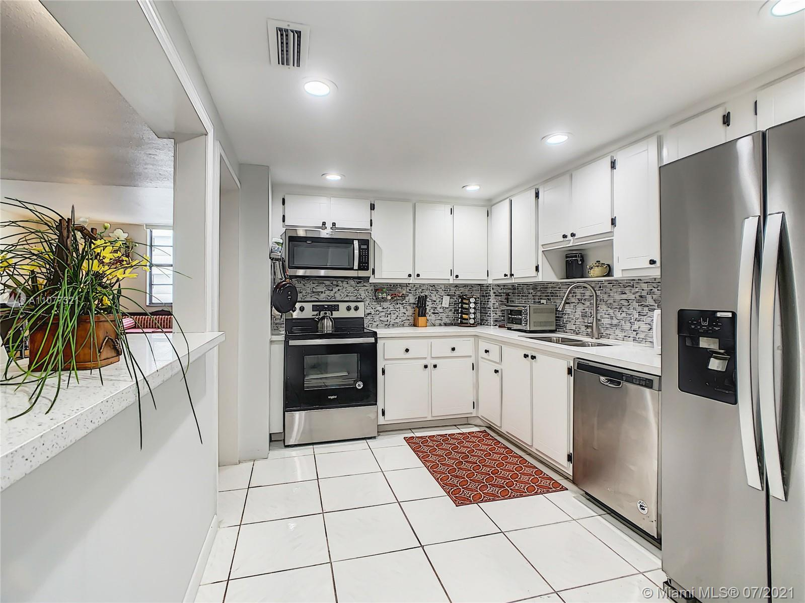 5825 Collins Ave #2F photo014