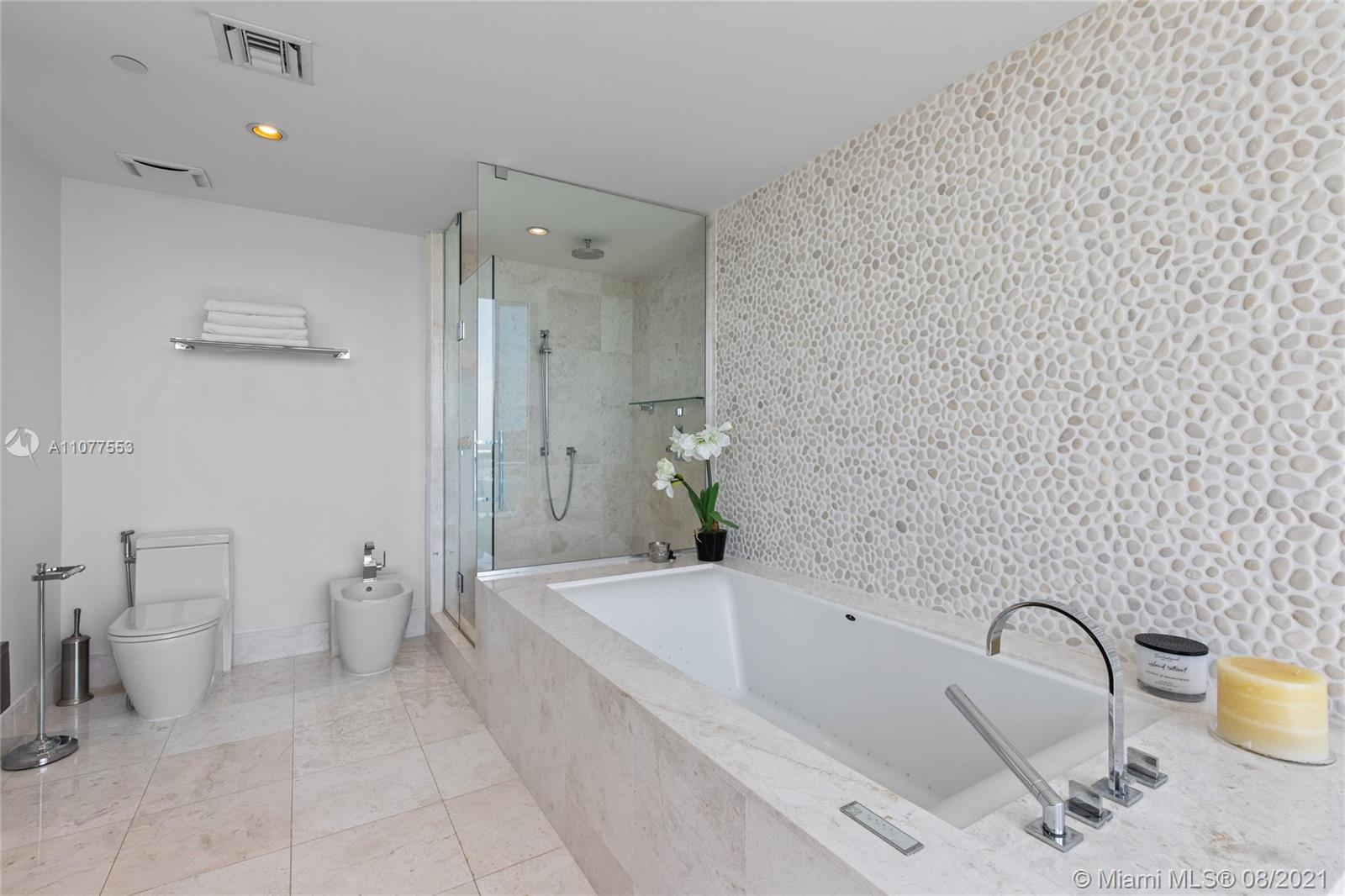 17121 Collins Ave #1408 photo052
