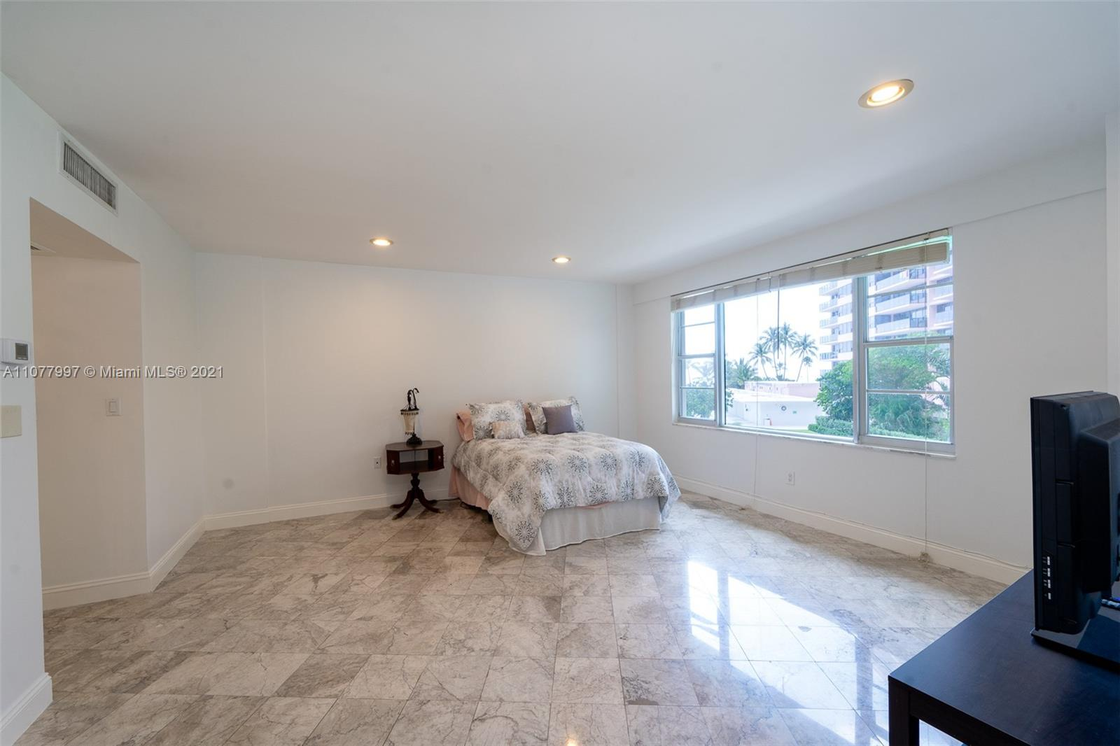 5255 Collins Ave #2A photo07