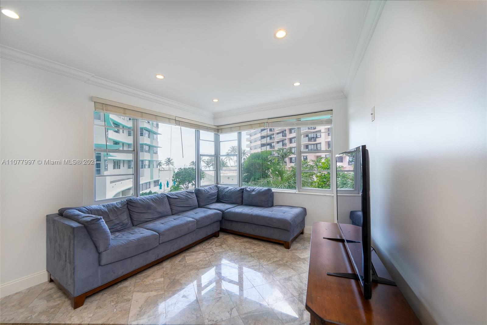 5255 Collins Ave #2A photo03
