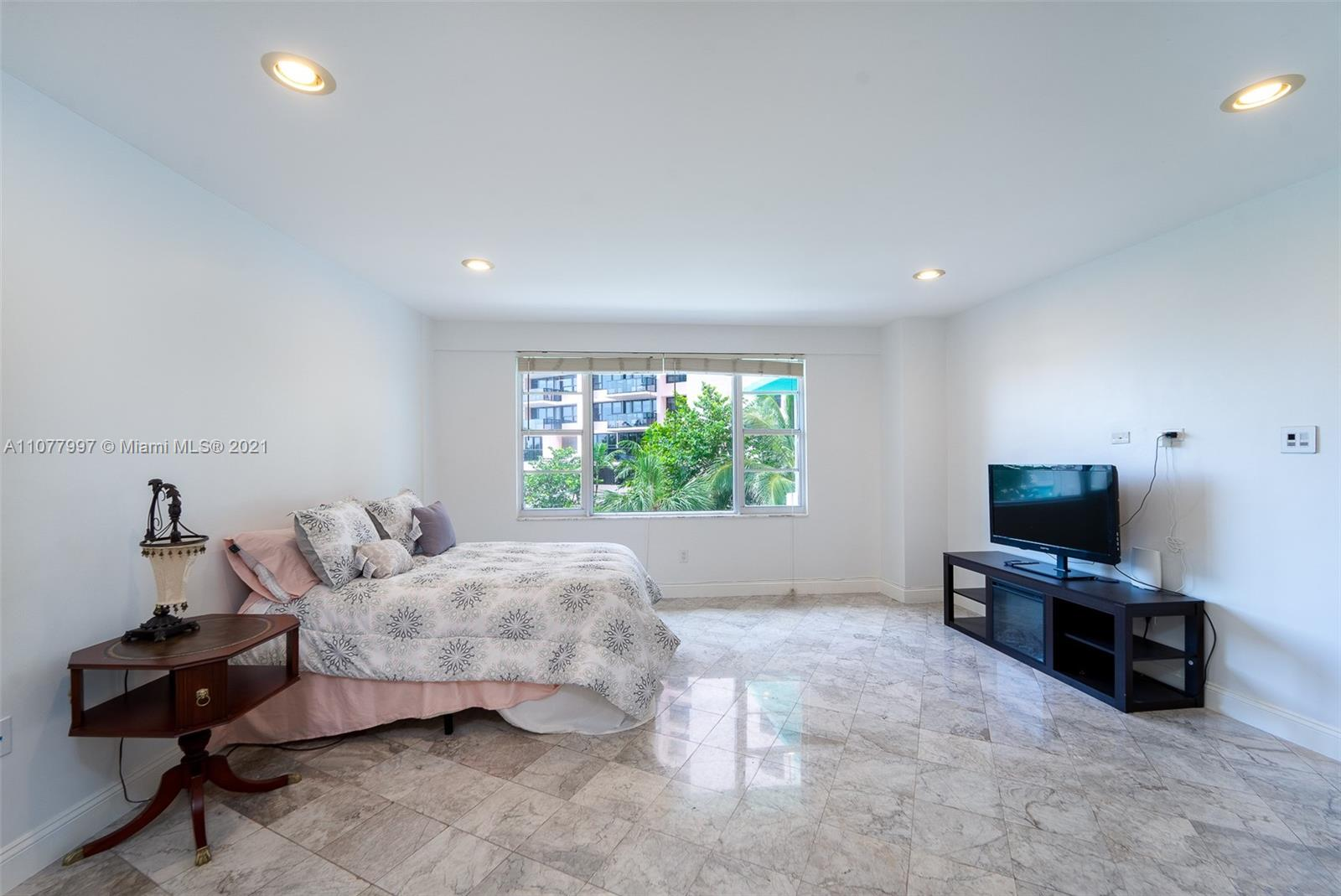 5255 Collins Ave #2A photo05
