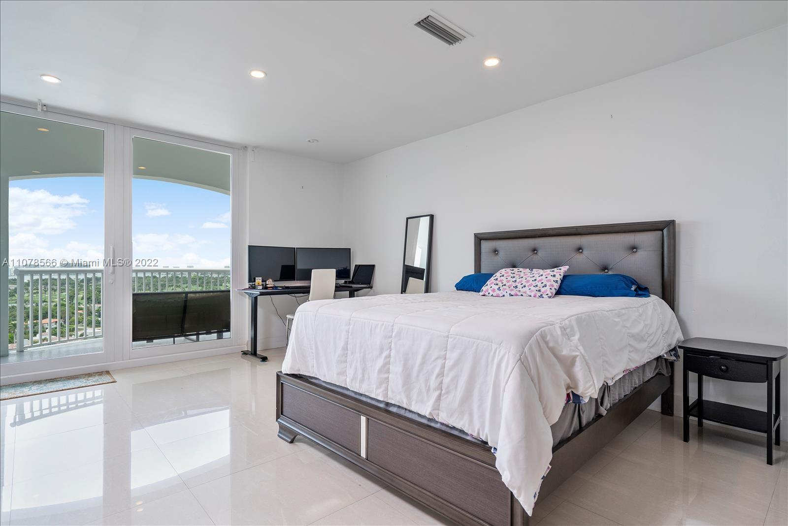 5401 Collins Ave #1524 photo012