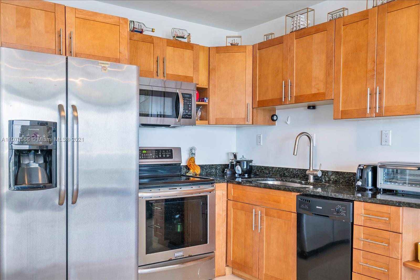 5401 Collins Ave #1524 photo010