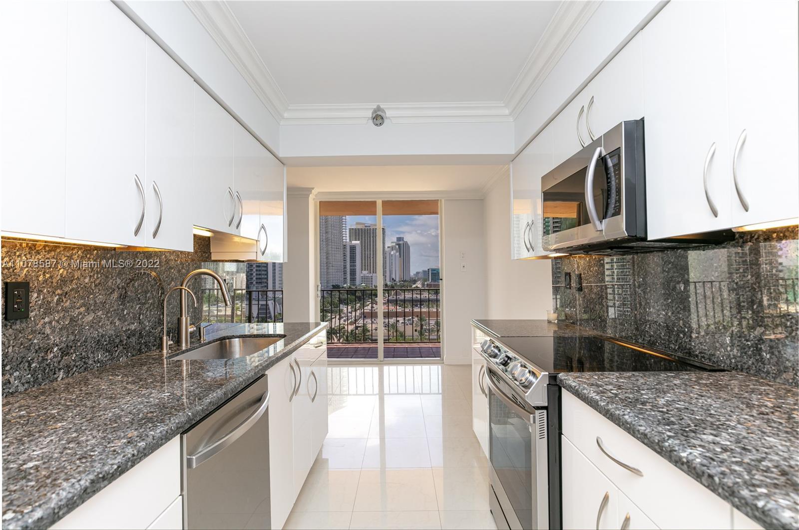 Photo of Winston Towers 600 Condo Apt 1201
